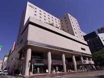 ようこそホテルセントラーザ博多へ!心地よく包みこむあたたかい空間が皆様をお迎えいたします。