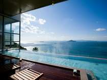 ウッドデッキで海を見ながら寛ぐ事ができるspaVIEW露天風呂