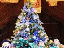 毎年ロビーに登場のビュークリスマスツリー