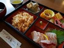 神島でのご昼食は『山海荘』のお弁当(写真は1,000円のお弁当イメージです)