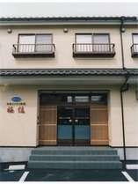 和風ビジネス旅館の玄関