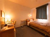 シングルルームもゆとりの広さ、寛げる空間です。