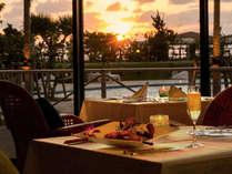 夕日を見ながらディナー プールサイドレストラン サザンテラス