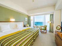 8階・デラックスハイフロア ツイン客室 ベッドを隙間なく並べたハリウッドタイプ