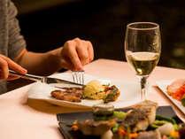 特別な夜にグリルディナーを。プールサイドレストラン サザンテラス