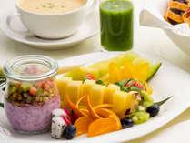 朝からオシャレな朝食セット(洋食イメージ)プールサイドレストラン サザンテラス
