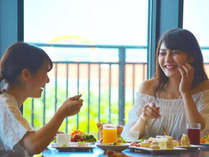 オーシャンビューレストラン「レイール」海を眺めながら自慢の朝食をお楽しみください。