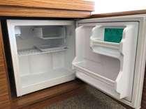 客室内冷蔵庫は空です