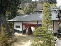 長屋門 御岳山の宿坊の代表的な形