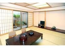 当館1室のみの庭付き和室♪広々とした和の空間で、非日常的な時間をお楽しみ下さい!