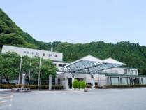 *【外観】昼神温泉にある山間佇むモダンな宿泊施設です