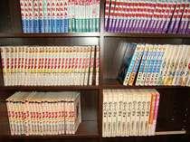 2階ドリンクバー前にあるマンガコーナー(ロビーまたはお部屋でもお読みいただけます)