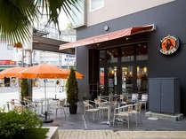 朝食会場「1F Anna Colors COFFEE」お昼はカフェとして営業。宿泊者さまは特別価格でご利用いただけます。