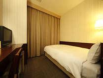 セミダブル:シングルのベット幅は120センチなのでお二人様までご宿泊可能です♪