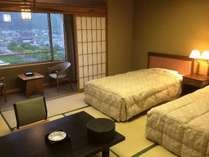 和風ツインのお部屋一例。畳のお部屋にツインベッドを配しました。