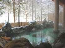 【露天風呂】雪景色をお風呂の中からお楽しみいただけます。