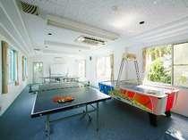雨の日も安心!卓球2台にエアホッケー遊びの施設がたくさん♪