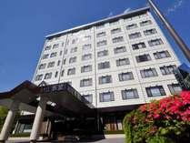 板室街道沿いの8階建ての温泉ホテルです。