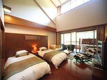 【Gタイプ】メゾネット付きの洋室。吹き抜けの窓から明るい自然光がお部屋に差し込みます