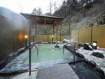 男性用露天風呂■100%天然温泉を贅沢に掛け流した露天風呂!リュウマチや通風など効能豊かな「にごり湯」