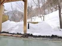 アド街ック天国でも紹介された標高1500mのにごり湯の奥日光湯元温泉!源泉かけ流しの雪見露天風呂
