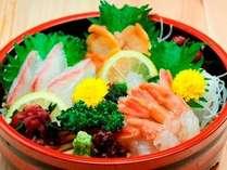 夕食会場「花々亭」では1品料理から定食など様々なメニューを取り揃えております。