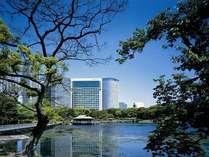 銀座から徒歩圏内、主要ビジネス街、観光スポット、空港へのアクセスに優れています。