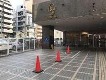 入口駐車場(電話にて予約制)
