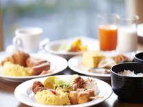 人気の70種類の和洋朝食ブッフェ♪「からだにやさしい」メニューを中心に、一日が元気に始まります♪