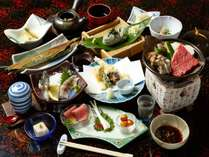 【夕食】スタンダードの夕食一例です。季節によって食材が変わります。