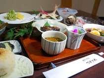 旬の食材をふんだんに使い、野菜たっぷりの体に優しいお料理。
