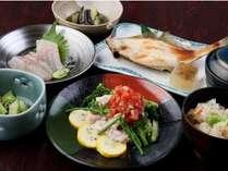ビジネスプランの夕食一例。足りない時は追加もできます!!