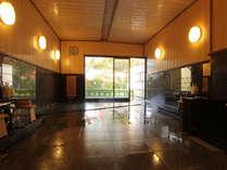 ◆内風呂イメージ◆庭園を眺めながら…開放的な天然温泉で癒やしをご提供いたします。