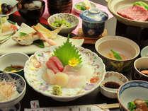 【夕食一例】海の幸たっぷり!牛肉の陶板焼きなども。