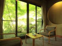 【特別室・離れ】和風庭園を一望、専用温泉付き特別客室。