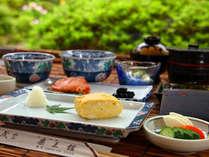 【カラダ目覚める】ご朝食には薬王館特製厚焼き卵などほっこり料理