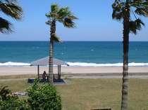 お部屋の良かったランキング1位に選ばれた事がある、目の前に広がる美しい海岸もお部屋のインテリアの1つ