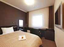【コンフォートシングル】ゆったりとした広いお部屋とシモンズ社製ダブルベッドでごゆっくりと。