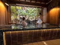 貸切露天風呂-月-モダンな空間と庭園に心が癒されます。
