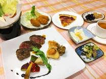 *夕食一例/季節ごとに和洋種類豊富なメニューをご用意してお待ちしております。