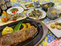 *夕食一例/季節の食材を使用し、お肉もお魚も楽しめるメニューになるよう工夫しています。