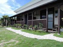 *【宿泊棟】平屋建ての建物に全3室の客室がございます