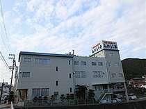 JR熊野市駅から徒歩4分。無料駐車場もございます♪