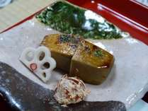 【夕食(一例)】お肉やお魚を一切使わず、素材の味を活かしたやさしい味わいです。