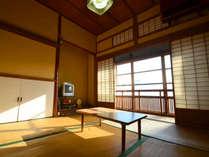 【和室4.5帖】お二人様までご利用頂けます。趣深いお部屋でのんびりお過ごし下さい。