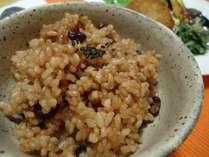 圧力鍋で炊いたお豆入り玄米ご飯はモッチモチで大人気!