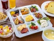 【朝食バイキング】和洋約50種のバイキングをご用意しております。(一例)