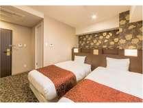 ■客室:全室シモンズ製ベッドを使用!約18平米のお部屋はワイドタイプ♪