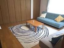 リビングルーム ソファーベッド2台と布団(東洋紡ブレスエアー)1セット