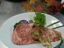 今宵焼くステーキは米沢牛サーロインです。(一例)